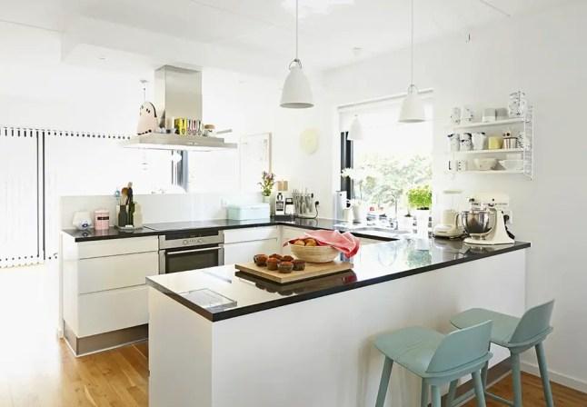Biała, funkcjonalna kuchnia