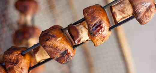 Ginger Garlic Teriyaki Mushroom Skewers - www.platingpixels.com