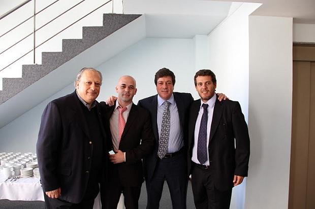 En el centro junto a Mariotto, Sebastián Lorenzo
