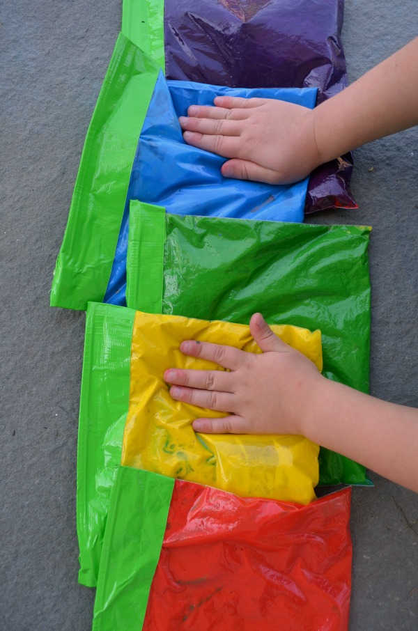 Rainbow sensory bags - DIY color mixing fun for preschoolers and toddlers!