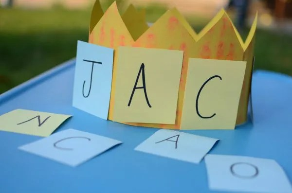 Name game for kids - make a name crown!