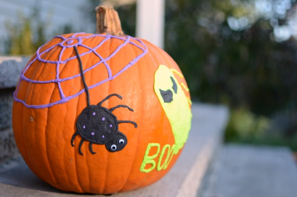 Cute and quick no carve pumpkin decoration. Fun Halloween project for kids!