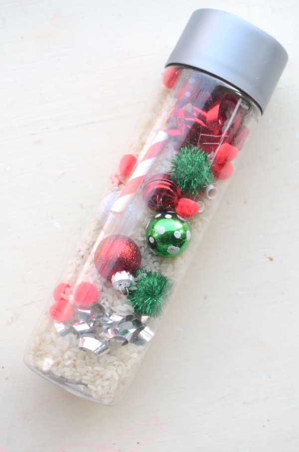 Christmas I Spy bottle - fun Christmas activity for toddlers and preschoolers!