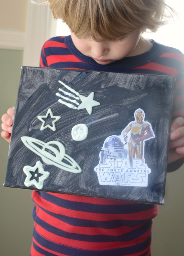 Make your own Star Wars play scene with this art project.