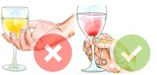 La copa siempre debe ser sujetada por el tallo