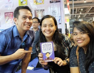 The VoiceMaster Poses with Buyers of his Gusto Kong Maging Voice Talent book