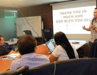 the-voicemaster-closes-the-public-speaking-workshop-with-some-inspirational-words