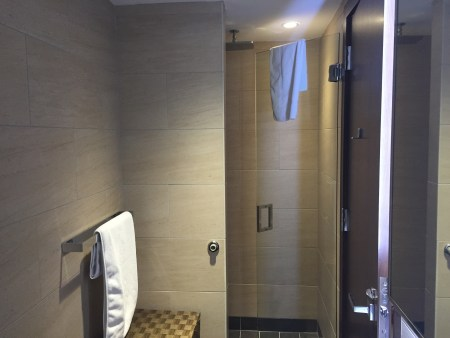 washington dc iad airport etihad lounge first business class review dulles shower