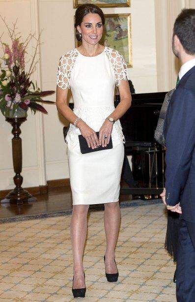 Perfecta con un vestido de cóctel de Lela Rose.