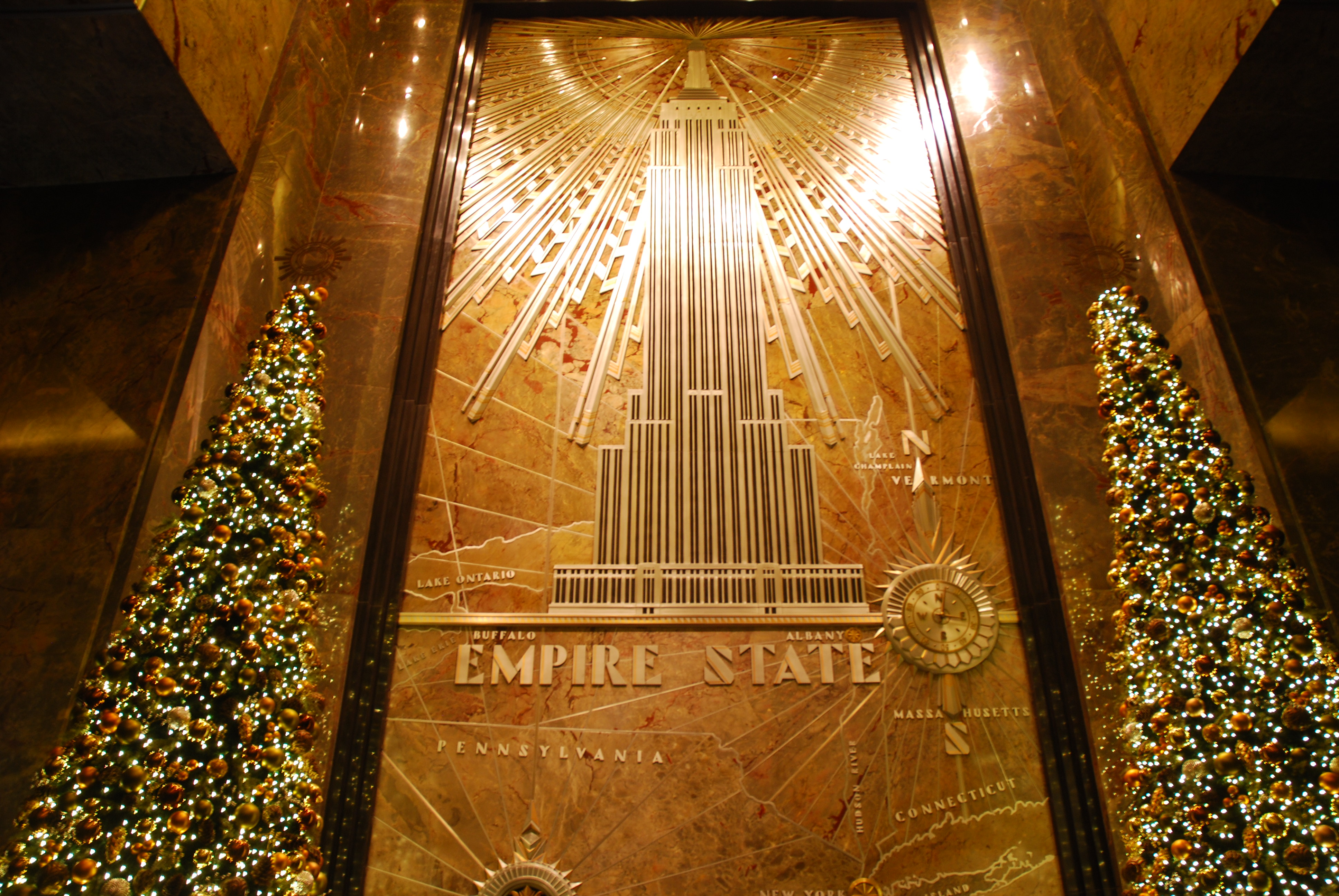 Watching sunset at the top of the empire state building for Empire state building art deco interior