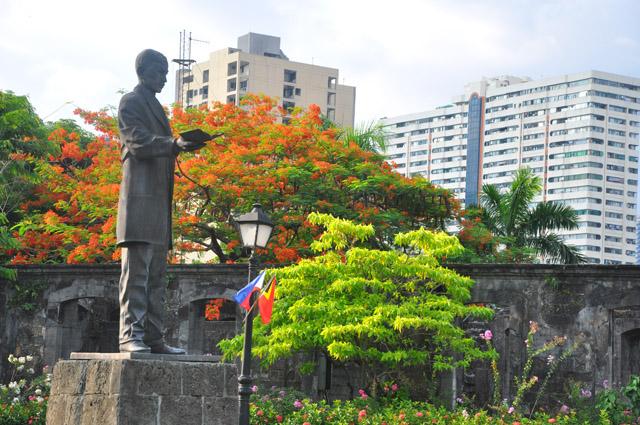 Rizel Statue Fort Santiago
