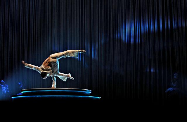 Zarkana Cirque du Soleil Las Vegas Hand Balancing