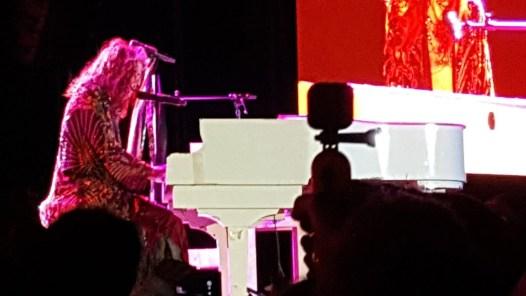 Steven Tyler al piano