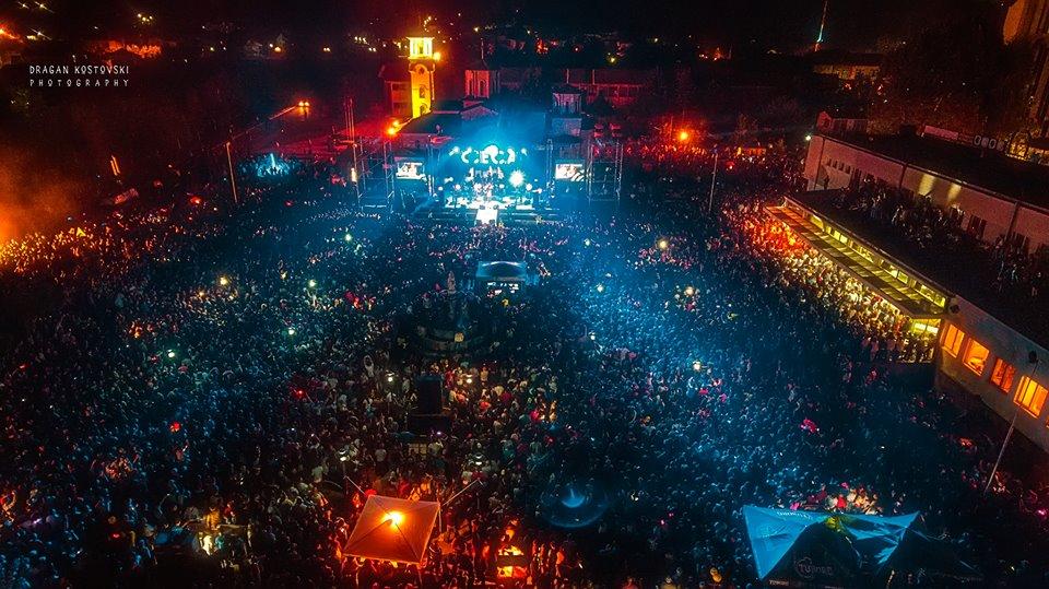 Илјадници посетители за настапот на Цеца во Македонска Каменица (ФОТО)