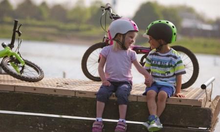 01-1_melon_helmets_kids_in_love1