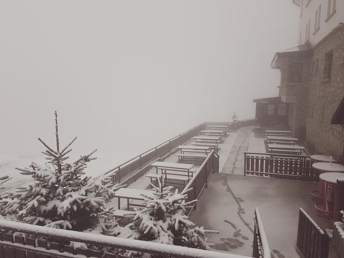 СТУДЕНИОТ БРАН ДОНЕСЕ СНЕГ: Снежен пејзаж на Попова Шапка (ФОТО)