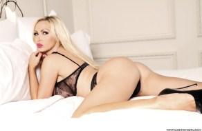 Sexy rubia Nikki Benz al desnudo