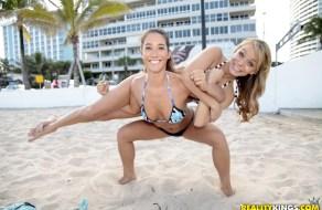 fotos Un tio recluta a dos zorras en la playa para follar por dinero