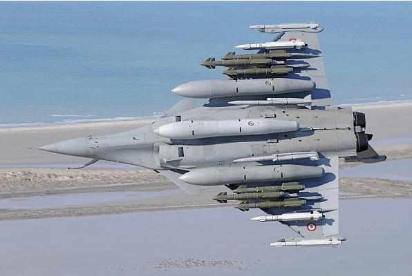 Rafale: Dassault officialise l'ouverture du point 3, et test l'avion avec sa charge maxi