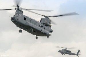 Un Chinook et un Apache néerlandais (photo: Patmode Pictures)