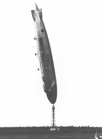 USS Shenandoah en chandelle à Lakehurst le 27 Août 1925