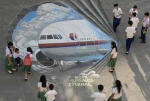 un-dessin-du-vol-mh370-dans-une-ecole-de-manille-philippines-photo-afp-ted-aljibe