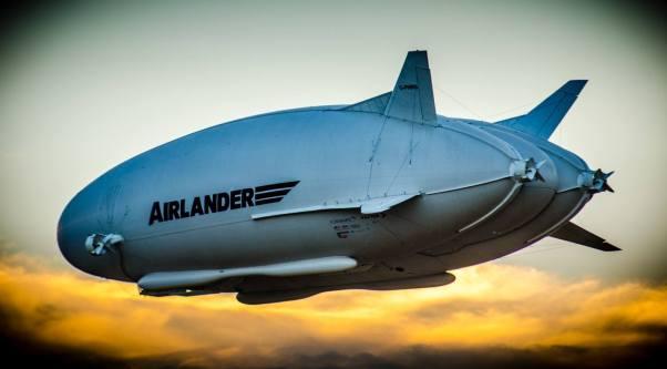 Airlander 10 en vol, Crédit: Asan Tu