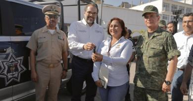 Entrega de patrulla al ayuntamiento de Manzanillo