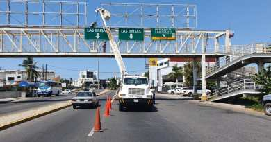 Coloca Policía Vial nuevos señalamientos en el Boulevard Costero
