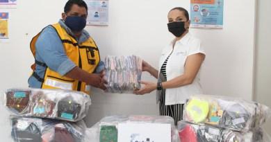 Entregan cubrebocas lavables a trabajadores del área de vectores