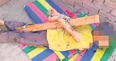 Amarra a su hijo a un poste y lo baña en miel para atraer abejas como castigo en Egipto