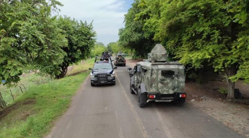 autoridades-sobre-la-carretera-apatzingan-aguililla