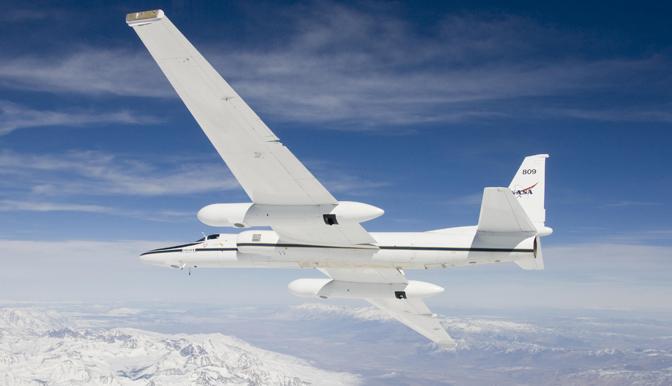 Aeronave ER-2 da NASA faz escala técnica em Recife