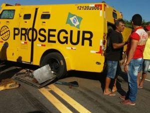 Assalto a carro-forte termina com tiroteio em trecho de rodovia na Paraíba