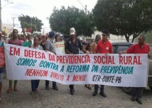Trabalhadores rurais realizam protesto contra a reforma da Previdência em Cuité