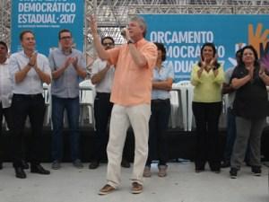 Ricardo sorteia moradias e entrega reforma da Escola Alice Carneiro em João Pessoa