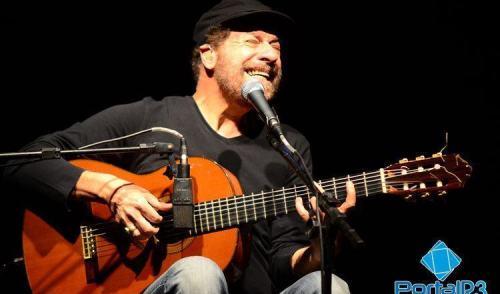 VÍDEO: João Bosco canta seus sucessos na Ferroviária em Pinda