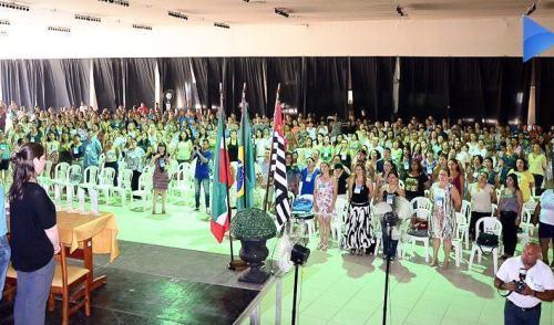 VÍDEO: professores de Pinda participam de fórum sobre Educação