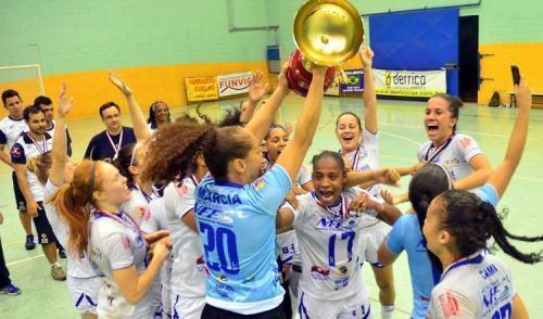 Invictas, meninas do São José são bicampeãs do Paulista de Futsal
