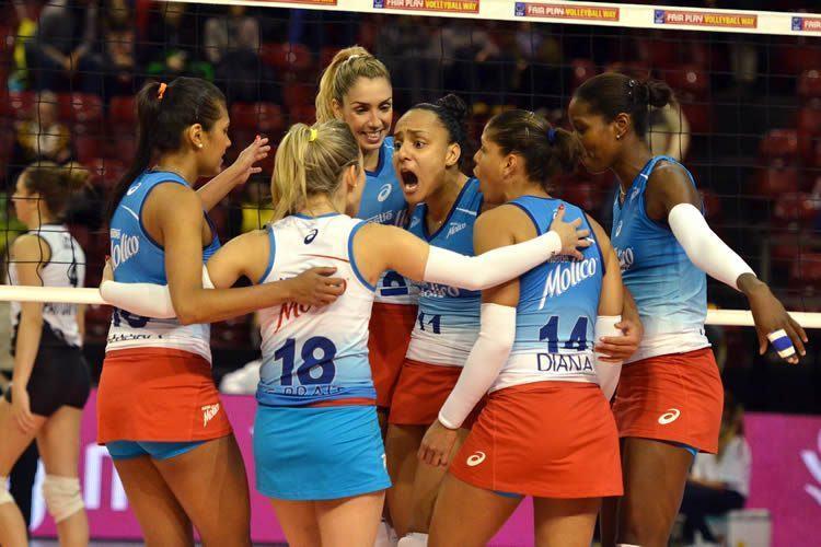 Meninas do Osasco comemoram vitória e vaga na semifinal da competição. (Foto: João Pires/Fotojump)