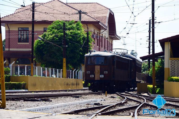 Em julho de 2015, a EFCJ transportou 5.024 usuários no Trem de Subúrbio, serviço que opera do centro de Pindamonhangaba até a zona rural da cidade. (Foto: Arquivo PortalR3)