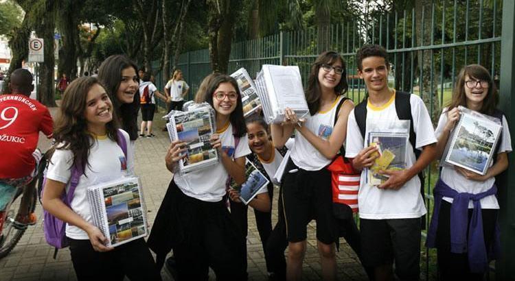 Entrega de material marca início do ano letivo em São José dos Campos