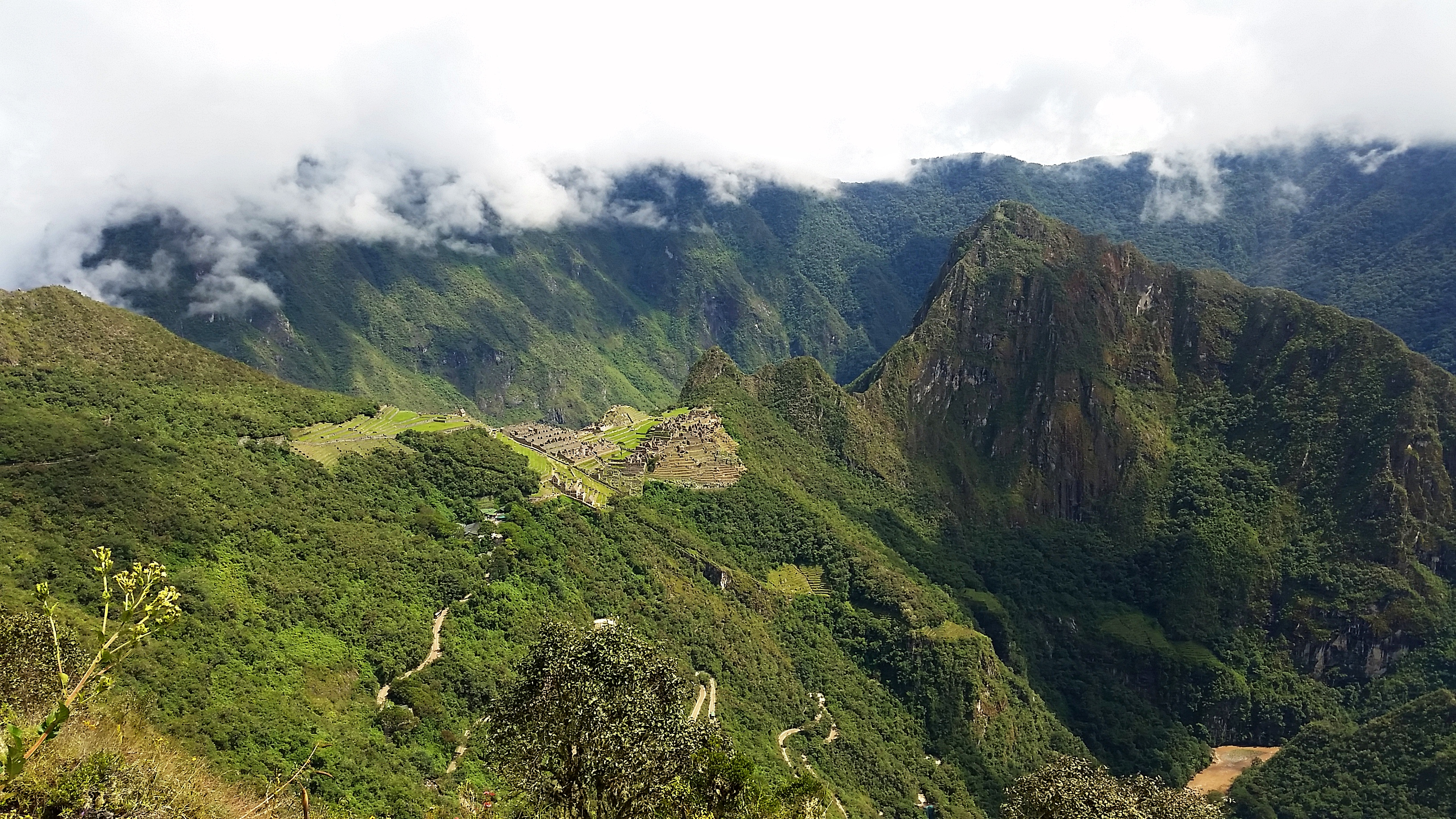 how to get from aguas calientes to machu picchu