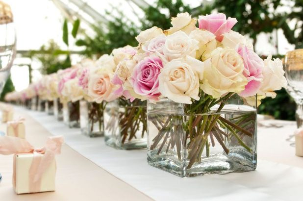 Champagne-Ivory-Blush-Rose-Wedding-Centerpiece- +5 Tips to Decorate Your Outdoor Wedding