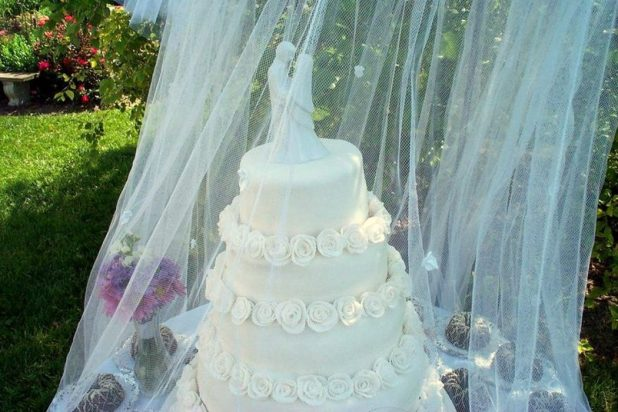 outdoor_wedding_cake_6 +5 Tips to Decorate Your Outdoor Wedding