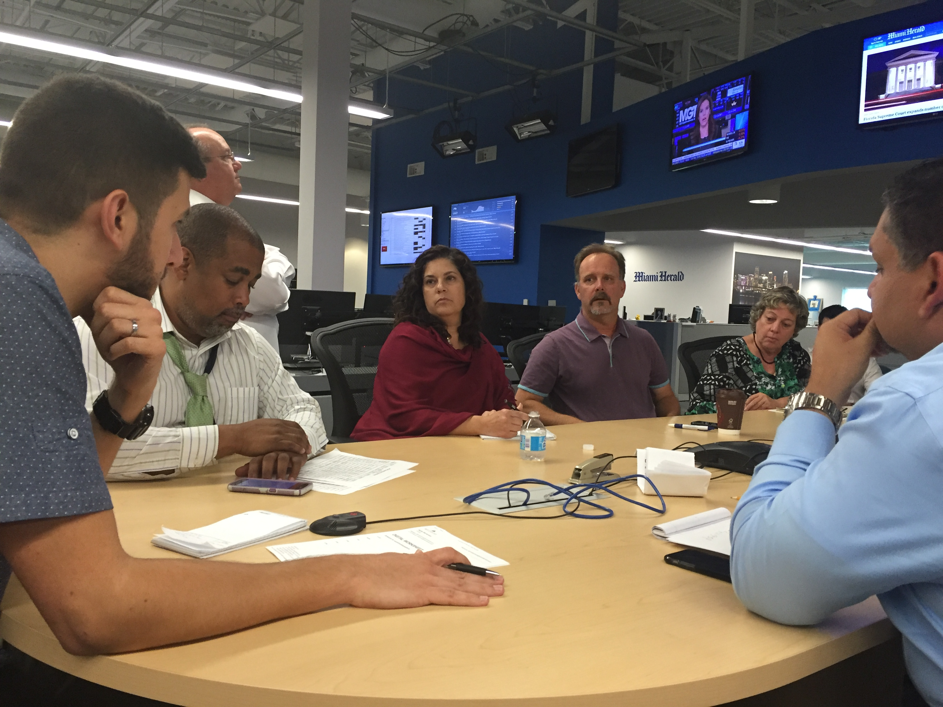 The 4 p.m. news meeting. (Photo by Kristen Hare/Poynter)