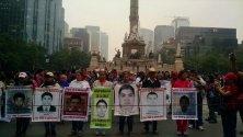 """""""El gobierno apuesta al cansancio, pero se equivoca luchamos contra el olvido"""", padres de Ayotzinapa a 13 meses de la desaparición de sus hijos."""