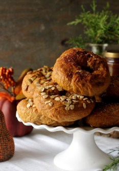 pumpkin-spiced-pumpkin-bagels-714x1024