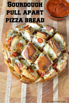 Sourdough+Pull+Apart+Pizza+Bread.+Easy,+cheesy,+and+delicious+with+garlic+herb+butter.+#gameday+-+Sprinkled+With+Jules