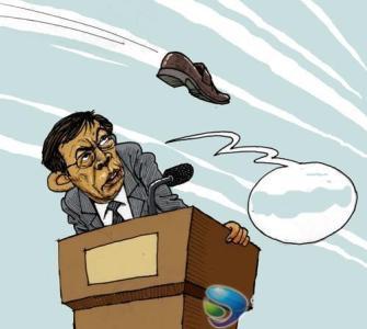 shoes-thrown-at-ren-zhiqiang-dalian